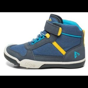 Plae hiking boots turquoise and blue. Sz 10